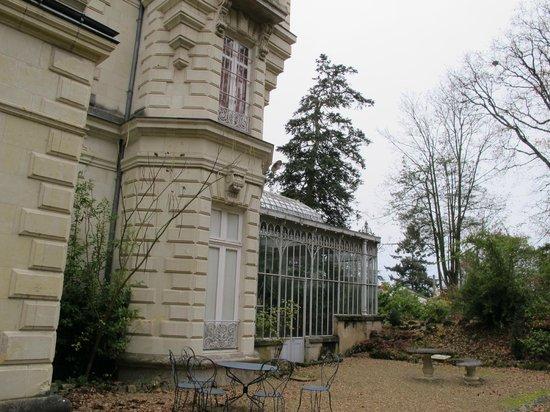 Chateau Bouvet Ladubay: Back of Chateau Bouvet Ludabay and atrium