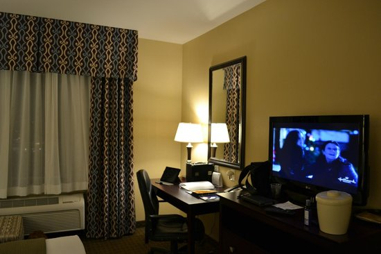 Holiday Inn Express & Suites Seattle North - Lynnwood: Suite