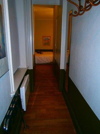Hotel Brueghel: Hôtel Brueghel 2 (couloir de la chambre)
