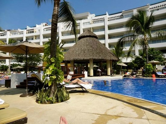 Marival Residences Luxury Resort Nuevo Vallarta: Poolside