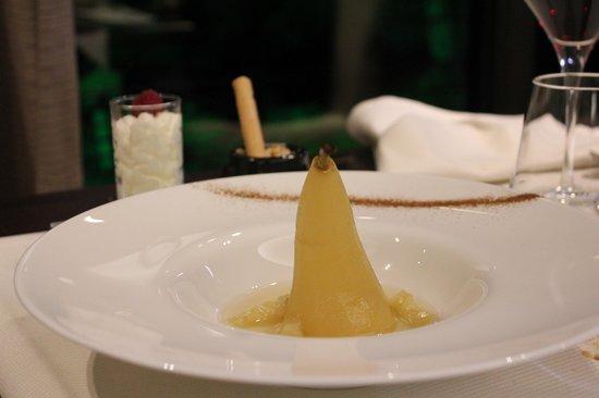 Les Alisiers Hotel-Restaurant: Poire pochée vanille, chantilly et glace maison