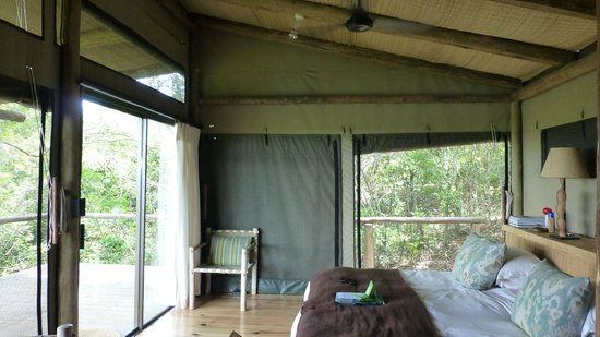 Wilderness Safaris Rocktail Camp: 4-post bed