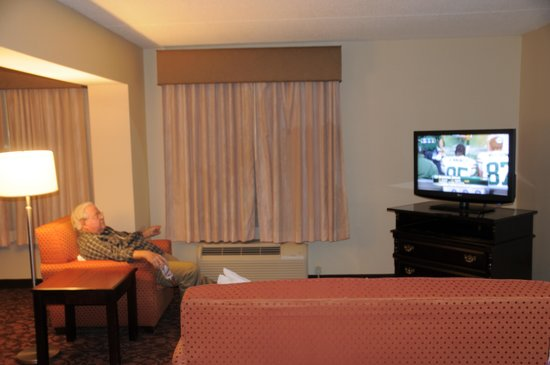 Comfort Suites Dulles Airport: Only $60.17 Dec. 30 Advance Purchase