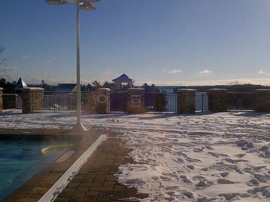 JW Marriott The Rosseau Muskoka Resort & Spa: Lovely view from pool area