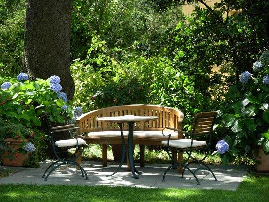 Hotel Sonnenhof Merano: giardino