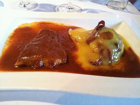 Basalbo Baserria: bacalao 2 salsas