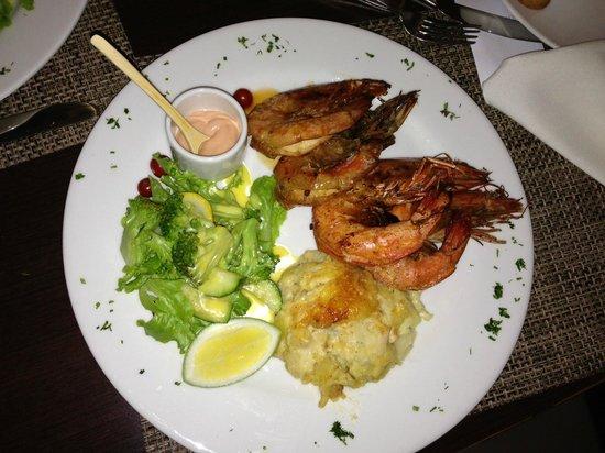Barlovento Restaurant: King prawns and potato au gratin good, but sauce from a bottle.