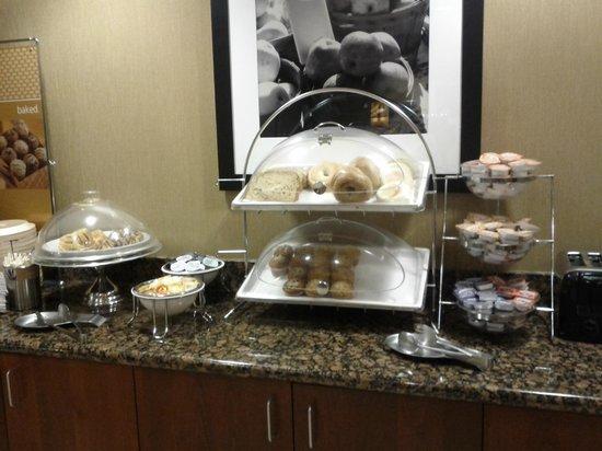 Hampton Inn Ellensburg : Breakfast bagels/muffins