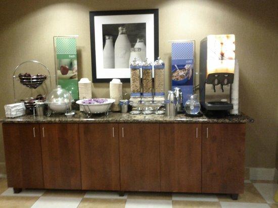 Hampton Inn Ellensburg : Breakfast cereal/yogurt/juice