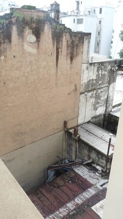 Moreno Hotel Buenos Aires: Vue de la fenêtre sur cour