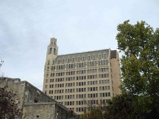 The Emily Morgan Hotel - a DoubleTree by Hilton: view from alamo looking at hotel