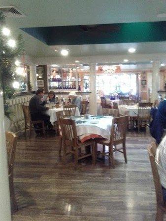 Charlie's L'Etoile Verte: Inside the restaurant
