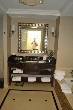 Waldorf Astoria Orlando: Baño