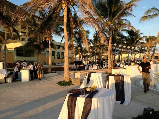 Marquis Los Cabos All-Inclusive Resort & Spa: Wedding reception between pool and beach