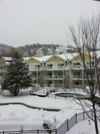 Chateau Beauvallon Mont Tremblant: balcony view
