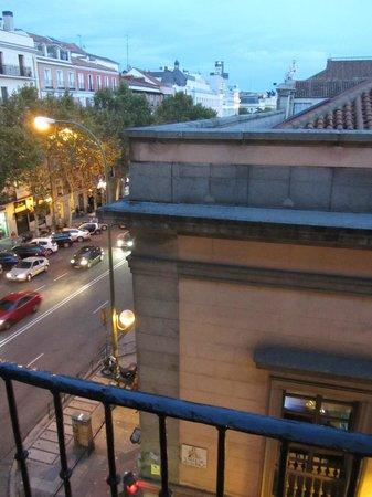 Pension Mollo: View of calle de atocha