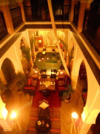 Riad La Rose D'Orient: vue du patio
