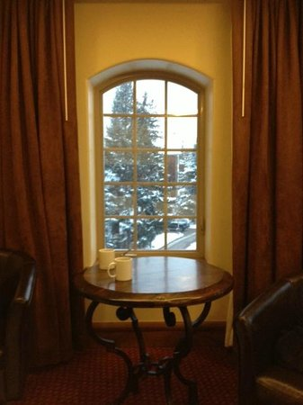 Tivoli Lodge: octagonal room view (one of four windows)
