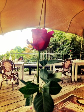 Grand Africa Cafe & Rooms: The lovely terrace