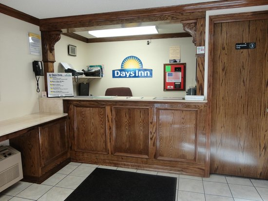 Days Inn Muskogee: Front Desk