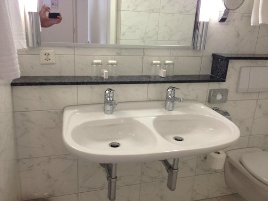 Altstadt Hotel Krone Luzern: double sink