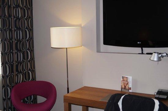 โรงแรมเอเพ็กวอเตอร์ลูเพลส: Room on level 9 - very nice