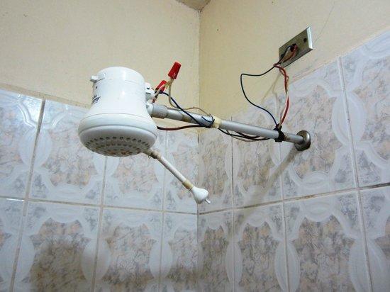 Hotel Graditas Mayas: Suicide Shower