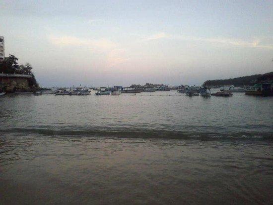 Playas Caleta y Caletilla : Playa Caleta y lanchas de fondo de cristal