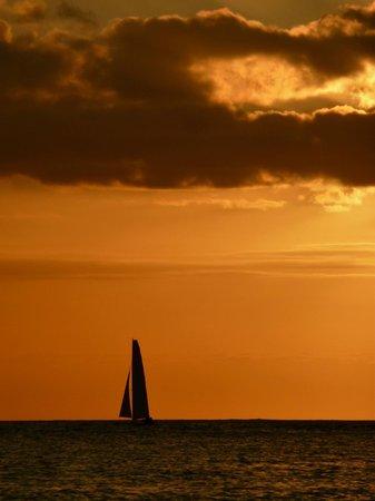 St. Regis Princeville Resort : sunset at the the beach