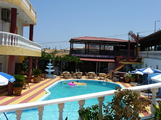 Villa Marina: pool area & bar