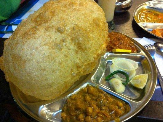 Komala's Restaurant : BHATURA SET