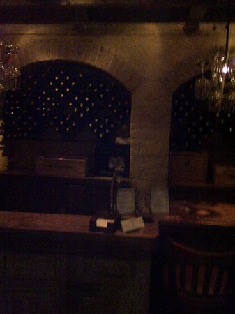 Lambertville Station Restaurant: Fireplace with booths and sofa's