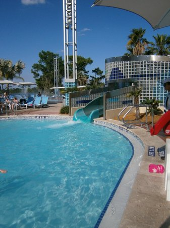 Bay Lake Tower at Disney's Contemporary Resort: The slide at the pool area.