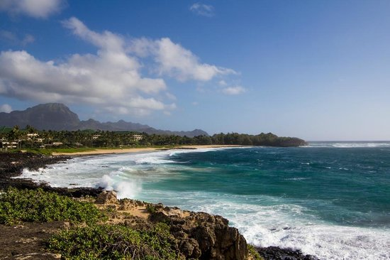 Poipu Crater Resort: Shipwreck beach is an easy walk along the cliffs east of the crater.