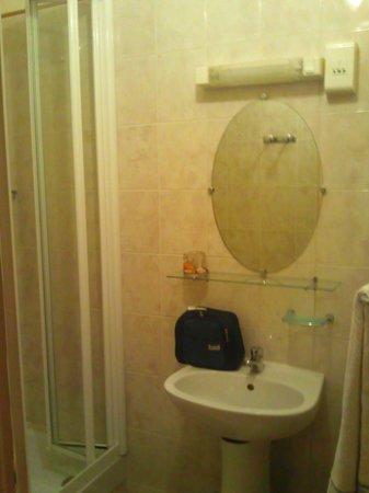 Paris Hotel le Mediteraneen: salle de bain