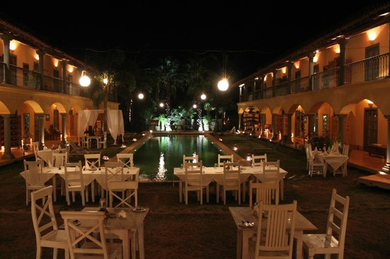Sur La Mer: Very romantic at night!