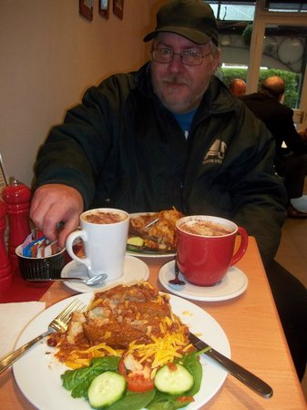 Espresso Yourself Coffee Bar: delicious home made chili with jacket potato and salad