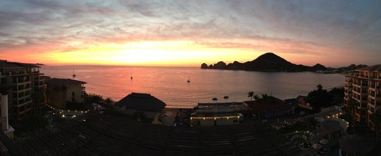 Casa Dorada Los Cabos Resort & Spa: Sunrise off the balcony of PH Cactus