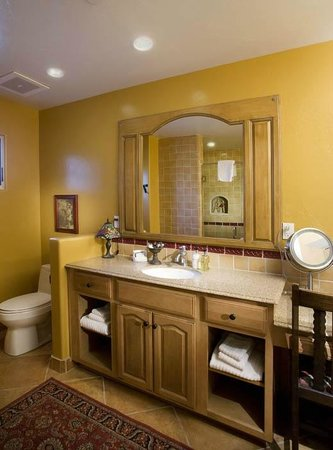 Su Nido Inn - Your Nest In Ojai: Heron Bath