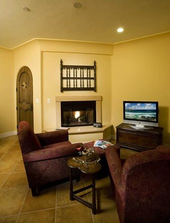 Su Nido Inn - Your Nest In Ojai: Cardinal Living room