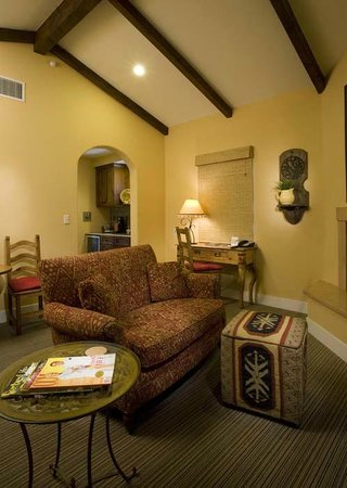 Su Nido Inn - Your Nest In Ojai: Heron Living room