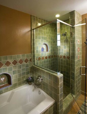 Su Nido Inn - Your Nest In Ojai: Soaking Tub and Glass Shower's