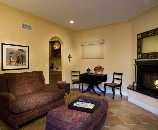 Su Nido Inn (Your Nest In Ojai): Raven Living Room
