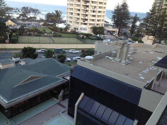 คิวที โกลด์ โคสต์: View to right from balcony