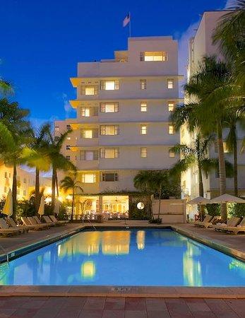 South Seas Hotel: South Seas at night