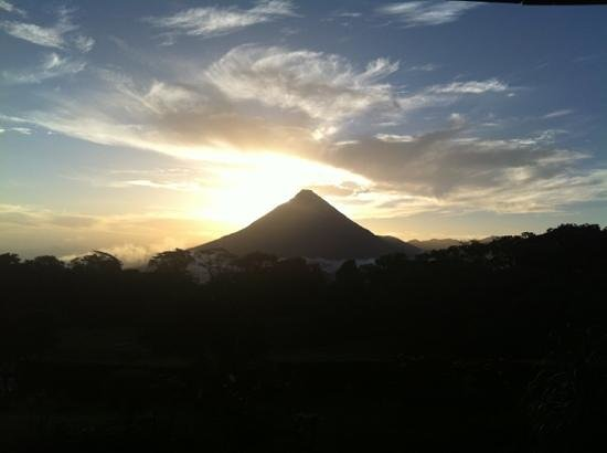 Arenal Lodge: Arenal volcano from our room