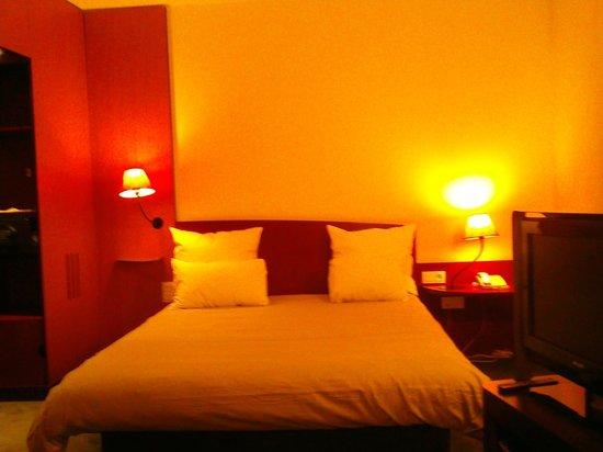 Novotel Suites Paris Roissy CDG: lit
