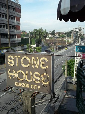 Stone House Quezon City: Looking at E.Rodriguez from the front balcony.