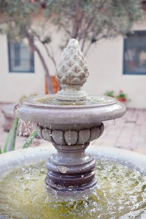 Su Nido Inn (Your Nest In Ojai): Fountain in courtyrad
