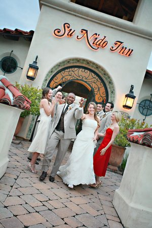 Su Nido Inn - Your Nest In Ojai: Wedding in courtyrad